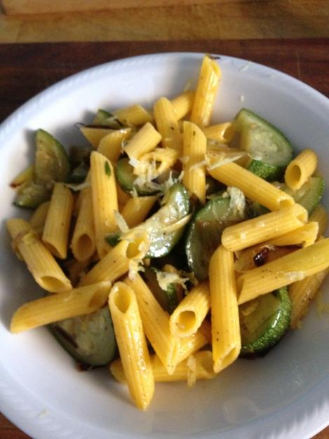 Insalata di pasta con zucchine